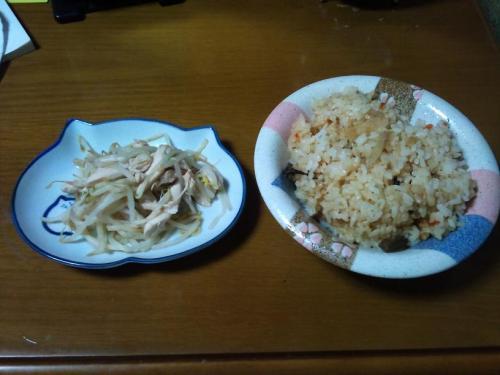 炊き込みご飯と鶏の何か