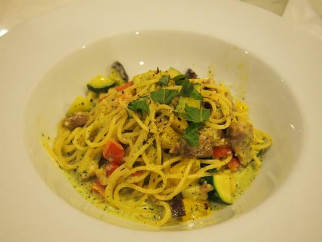 パスタマニアグリルチキンと夏野菜のバジルクリームスパ