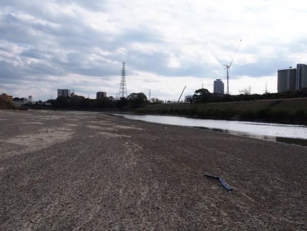 大和川の川底ゴミが一杯